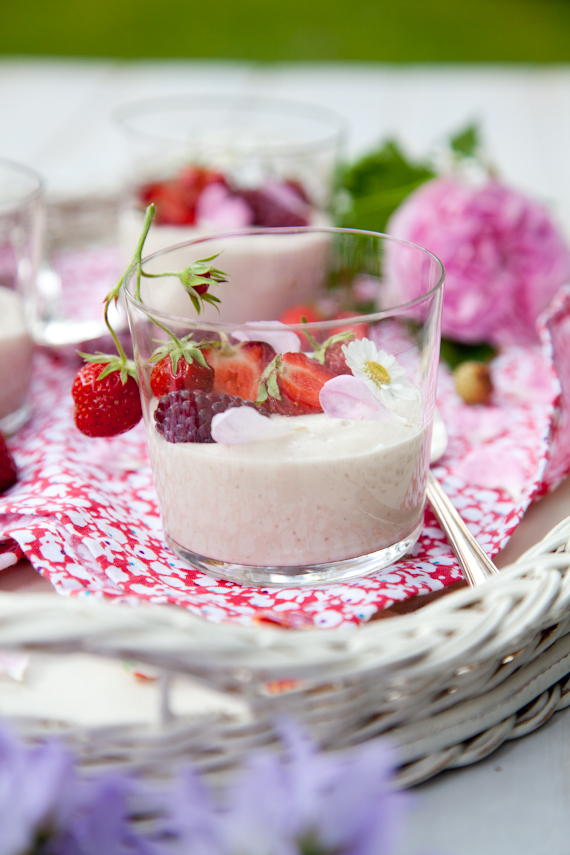 strawberries & coconut yogurt-9825